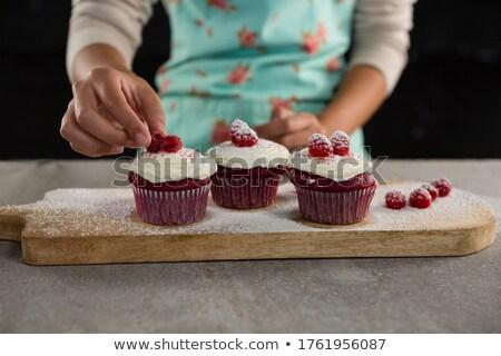 Mulher framboesas mão fruto Foto stock © wavebreak_media