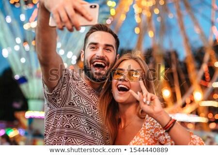 Fotografia piękna młodych ludzi dating spaceru wraz Zdjęcia stock © deandrobot