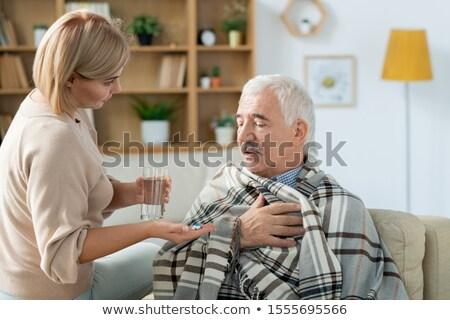 Beteg idős férfi óvatos lánygyermek üveg Stock fotó © pressmaster