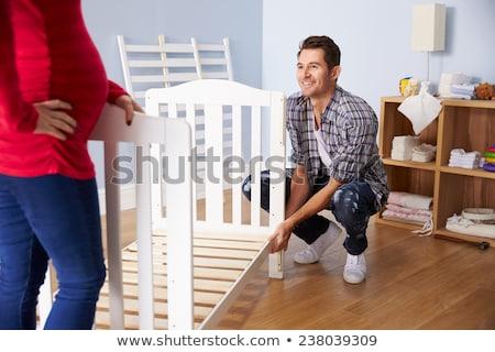 Familia Pareja cuna casa embarazo vivero Foto stock © dolgachov
