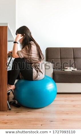 Geschikt jonge vrouw oefening bal gezonde Stockfoto © darrinhenry