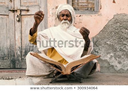 Vieux indian parler up sacré séance Photo stock © ziprashantzi