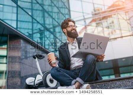 Man beker koffie vergadering gebouw trap Stockfoto © deandrobot
