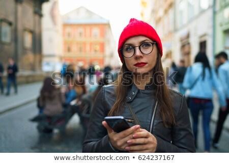 Stock fotó: Nő · piros · ajkak · piros · kalap · okostelefon · gyönyörű · nő