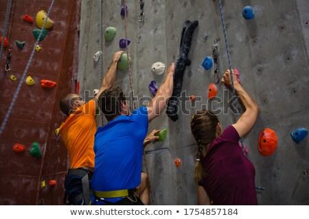 Alulról fotózva kilátás sportolók edző mászik fal Stock fotó © wavebreak_media