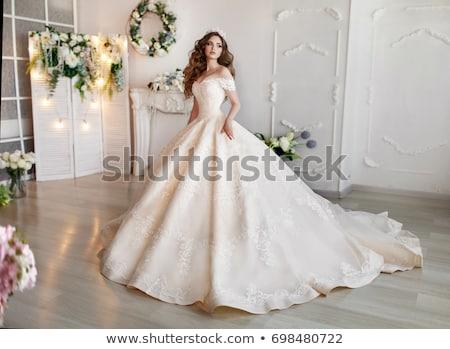 Stockfoto: Jonge · mooie · vrouw · boeket · poseren · trouwjurk · mooie