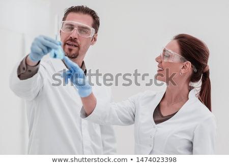 Iki çalışma laboratuvar kadın adam tıbbi Stok fotoğraf © Elnur