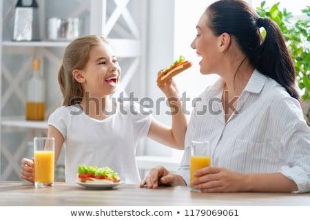 女の子 · 食べ · 学校 · ランチ - ストックフォト © dashapetrenko