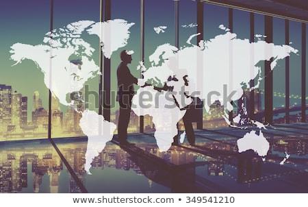 Internationale bedrijfsleven samenwerking man wereldbol krachtig tool Stockfoto © robuart