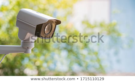 Villanyszerelő tart cctv kamera biztonság kábel Stock fotó © photography33