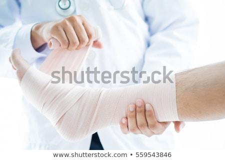 kórház · női · orvos · beteg · törött · láb · idős - stock fotó © andreypopov