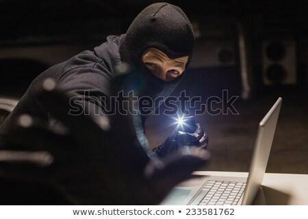 Rabló hackelés laptop készít fény telefon Stock fotó © wavebreak_media