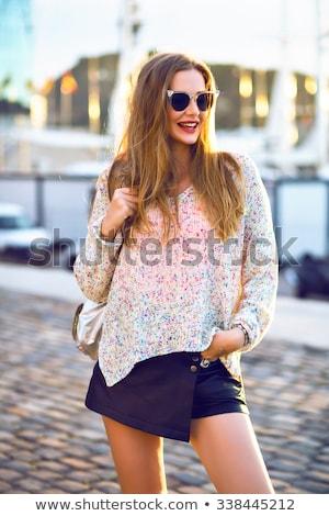 Tienermeisje minirok poseren meisje glimlach schoonheid Stockfoto © goce