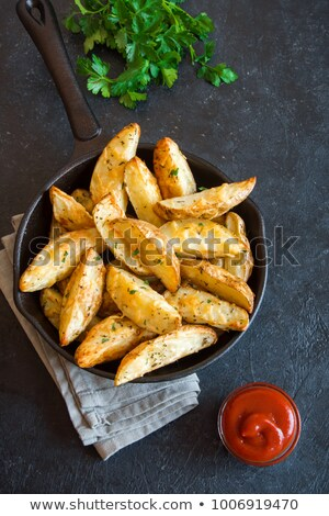 patatas · cerdo · salsa · restaurante · mesa · oro - foto stock © digifoodstock