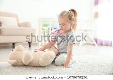 criança · médico · jogar · ursinho · de · pelúcia · bebê · médico - foto stock © is2