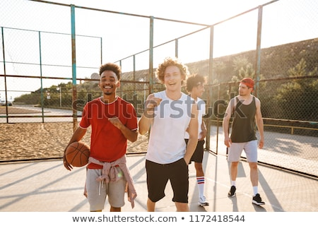 jonge · atleet · bal · permanente · basketbalveld · camera - stockfoto © deandrobot