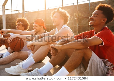 Groep jonge vrolijk mannen basketbal Stockfoto © deandrobot