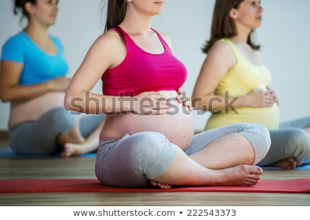 Ritratto donna incinta yoga viola esercizio Foto d'archivio © doodko