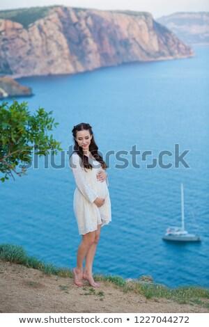 Outdoor naturale ritratto bella donna incinta abito bianco Foto d'archivio © ElenaBatkova