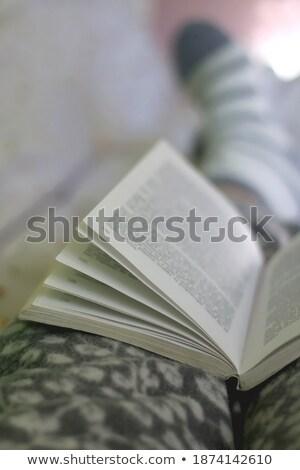 Vrouw binnenkant kamer witte bed kleding Stockfoto © ElenaBatkova