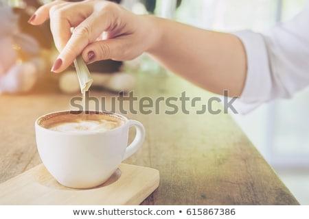 コーヒー · 砂糖 · ダウン · 木製のテーブル · プレート - ストックフォト © nailiaschwarz