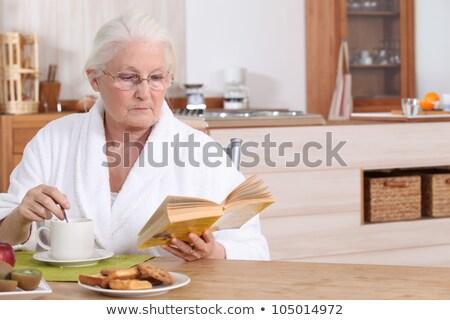 idős · hölgy · olvas · reggeli · haj · szoba - stock fotó © photography33