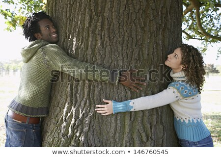 Pareja · sonriendo · sesión · árbol · madera · hombre - foto stock © photography33