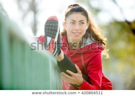 Női sportruházat megnyugtató nyújtás edzés közelkép Stock fotó © HASLOO