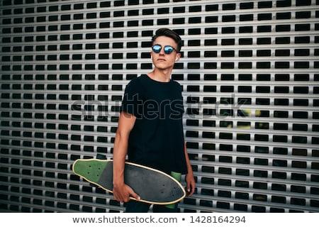 heureux · élégant · jeune · homme · permanent · biceps - photo stock © deandrobot