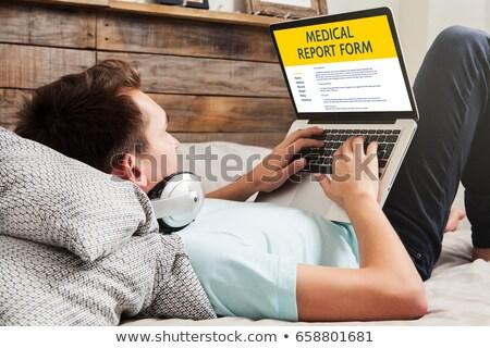 男 充填 患者 情報 フォーム ノートパソコン ストックフォト © AndreyPopov