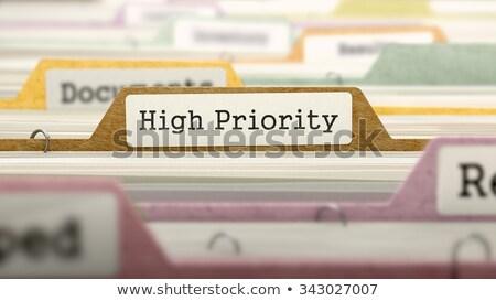 Alto priorità file etichetta carta primo piano Foto d'archivio © tashatuvango