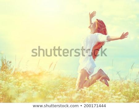 Stockfoto: Springen · meisje · weide · hemel · lichaam · Blauw