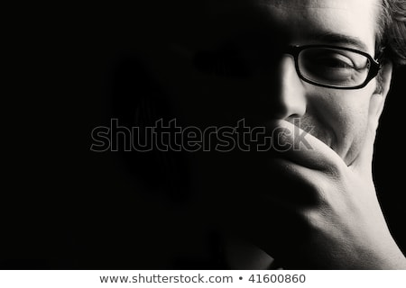 férfi · kéz · áll · figyelmes · jóképű · férfi · gondolkodik - stock fotó © zurijeta