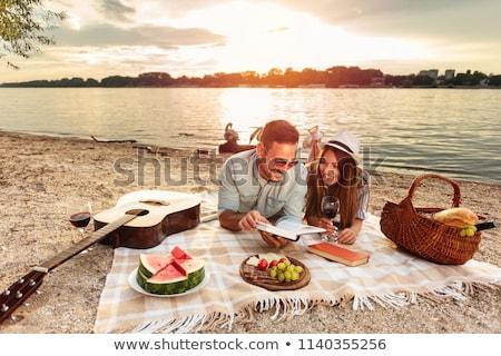 Szczęśliwy wraz koc plaży Zdjęcia stock © wavebreak_media