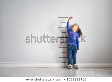 少女 · 高さ · かわいい · 女の子 · 壁 - ストックフォト © lenm