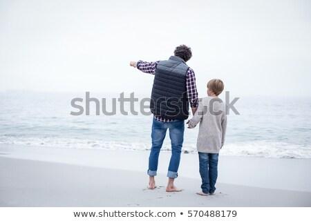 Oğul işaret ayakta baba deniz kıyı Stok fotoğraf © wavebreak_media
