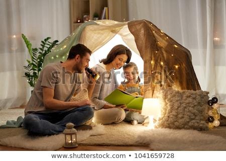 Boldog család olvas könyv gyerekek sátor otthon Stock fotó © dolgachov