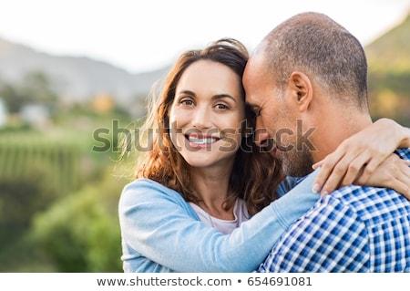 Mutlu esmer gülümseyen kadın sevmek koca tuşları Stok fotoğraf © vkstudio