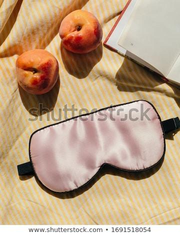 Mujer almohada ojo dormir máscara personas Foto stock © dolgachov