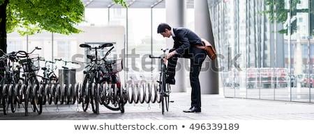 Bicicleta rack vacío pared de ladrillo simple estructura Foto stock © Arrxxx