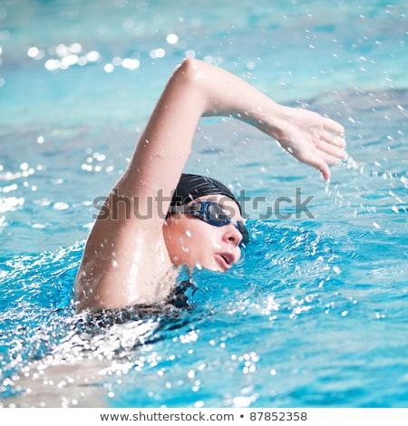 mulher · jovem · bola · de · praia · mulher · praia · menina - foto stock © stockyimages
