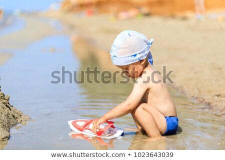 gyermek · homok · kéz · tengerpart · anya · fiú - stock fotó © galitskaya