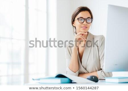 Kobiet pracownik biurowy strony podbródek Zdjęcia stock © vkstudio