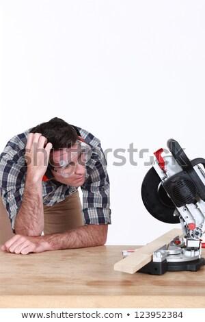 Perplexe charpentier regarder circulaire vu construction Photo stock © photography33