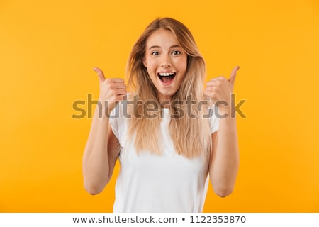 Portré mosolyog fiatal nő mutat ok kézmozdulat Stock fotó © deandrobot
