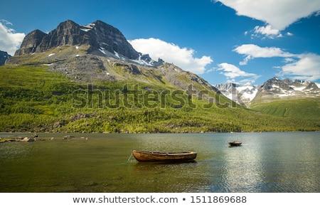 Montagne vallée miroir lac Norvège traditionnel Photo stock © Kotenko