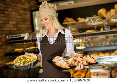 Mooie jonge vrouw bakkerij portret ei keuken Stockfoto © boggy
