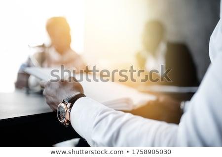 zakenman · ondertekening · contract · tabel · afbeelding · papier - stockfoto © luminastock