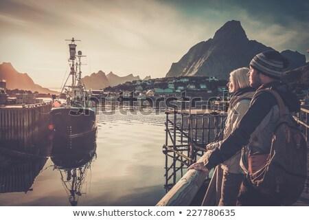 vrouw · reiziger · naar · zonsondergang · dorp · Noorwegen - stockfoto © nejron