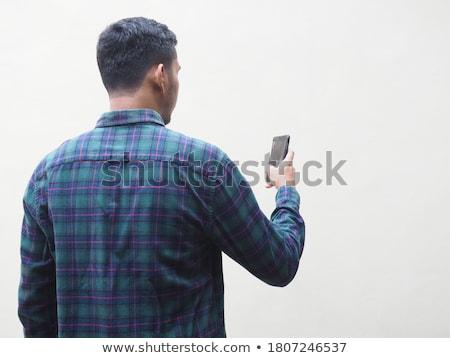 Homme regarder smartphone jeune homme jardin téléphone Photo stock © rafalstachura